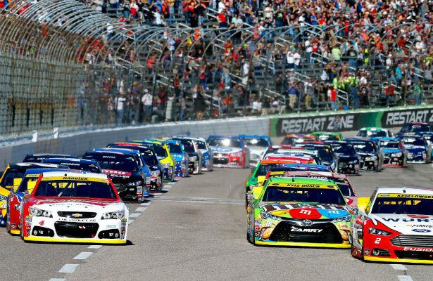 Гонка серии NASCAR закончилась потасовкой пилотов