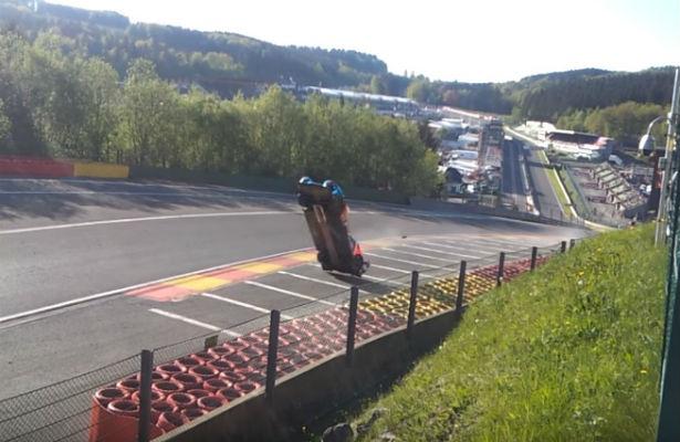 Автомобиль русского гонщика перевернулся наскорости 300 километров вчас