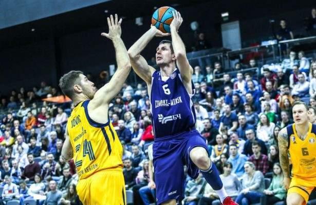 тростинецкий-баскетболист